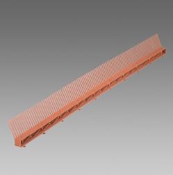 Příslušenství šikmých střech - hřeben okapu s ventilační mřížkou
